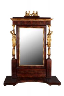 Monumental espejo Imperio; España, hacia 1820.