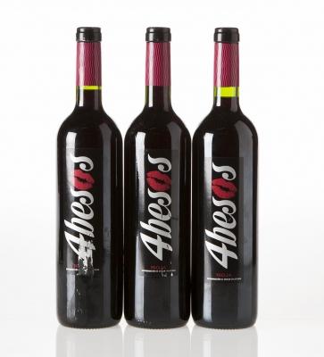 Tres botellas de 4 Besos Tempranillo 2008.