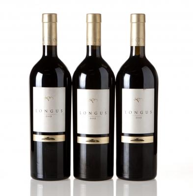 Tres botellas de Longus 2005.Categoría: vino tinto.