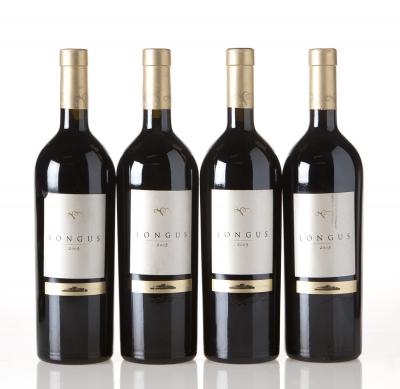 Cuatro botellas de Longus 2005.Categoría: vino tinto.