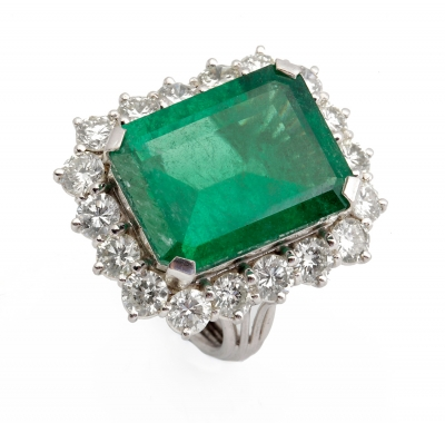 18k white gold ring with central emerald, approx. 5.